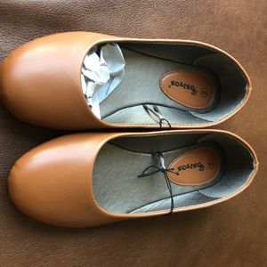 Shoes - Ositos Size 6 Brown Flats